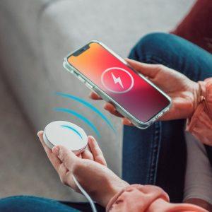 Die MagSafe-Technologie sorgt für korrekte Ausrichtung und sichere Verbindung von Endgerät und Zubehör.