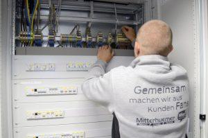 Mehr Aufträge und bessere Geschäftsaussichten: Wie die KMU Forschung Austria berichtet, schätzen die Elektro-, Gebäude-, Alarm- und Kommunikationstechniker im Q2/2021 die Aussichten wieder positiver ein.