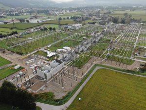 Das Umspannwerk Lienz ist der einzige Strom-Anspeisepunkt für ganz Osttirol aus dem österreichweiten 380/220-kV-Hochpsannungsnetz der APG und deshalb besonders wichtig für die Stromversorgung in der Region.