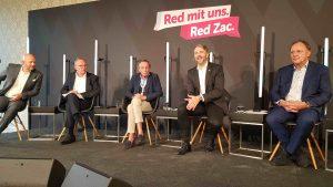 Der Round-Table, der im Zuge der Red Week Vol. 3 stattfand, war hochkarätig besetzt: (v.li.) Michael Zöller (Samsung), Alfred Janovsky (Electrolux), Michael Frank (De'Longhi-Kenwood), Brednan Lenane (Red Zac), J. Robert Pfarrwaller (WKÖ) und Rainer Will (Handelsverband). (Foto: S. Bruckbauer)