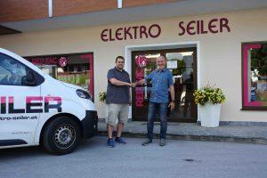 Michael Leitner (links) übernahm von und Reinhold Seiler das Geschäft Elektro Seiler in Ebbs in Tirol. (Foto: Elektro Seiler)