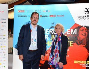 Bundesspartenobmann Rainer Trefelik und Christine Kühr, Vorsitzende des Fachausschusses für Lehrlingsausbildung und Weiterbildung im Bundesgremium, zeigten sich begeistert