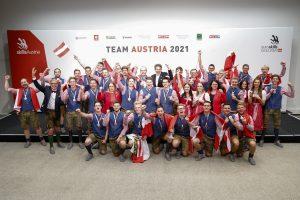 Alle österreichischen Medaillen-Gewinnerinnen und Gewinner, gemeinsam mit Harald Mahrer (Präsident WKÖ), Josef Herk (Präsident WK Steiermark), BM Margarete Schramböck (BMDW) und Sektionschefin Doris Wagner (BMBWF).