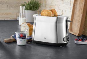 """WMF sagt: """"Der neue Kineo Toaster kombiniert ikonisches Design mit intelligenten Funktionen zu einem Must-have für jede moderne Küche."""""""