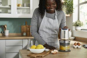 Mit den neuen Easy Chop Zerkleinerern von Kenwood sollen sich Pesto, Dips, Mayonnaise und Co in Windeseile zubereiten lassen.