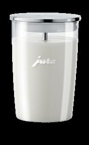 Zum stilvollen Zubehör gehört auch der gläserne Milchbehälter von Jura.