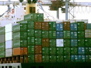 """""""Wenn es in Asien Lieferprobleme gibt, spüren wir das auch stark bei den Beschaffungskosten. So funktioniert der Markt, wenn Güter knapp werden, steigt der Preis. Wir müssen uns darauf einstellen, dass viele Produkte aus Fernost in den kommenden Monaten zumindest moderat teurer werden, auch für die Endkunden"""", sagt Handelsverband GF Rainer Will. (Bild: Rainer Sturm/ pixelio.de)"""