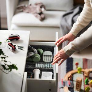 IKEA steigt auf Wiederaufladbare um und verbannt herkömmliche Alkali-Batterien aus dem Sortiment. (Bilder: IKEA)
