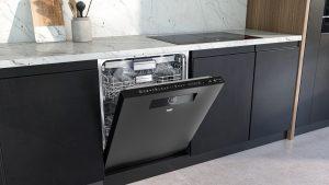 Der Beko BDDN38530DD in dunklem Edelstahl macht in jeder Küche eine gute Figur.